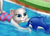 لعبة سباحة انجيلا في بركة السباحة