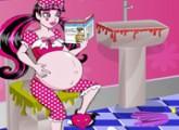 لعبة تنظيف الحمام مع الام الحامل
